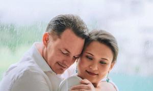 Vợ mới gửi lời cảm ơn ngọt ngào đến chồng cũ Hồng Nhung nhân dịp lễ Tạ Ơn