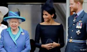 Vợ chồng Hoàng tử Harry bị chỉ trích sau họp khẩn hoàng gia