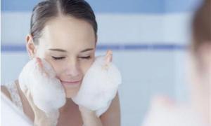 Sai lầm khi rửa mặt có thể dẫn tới hói đầu, chị em mắc lỗi này nhiều nhất
