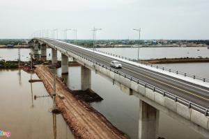 Cận cảnh cầu Thịnh Long nối TP Nam Định với khu du lịch biển
