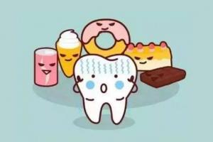 Hôn trẻ thường xuyên khiến con bị sâu răng và phương pháp phòng ngừa sâu răng đúng cách