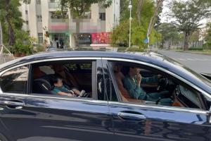 Đàm Thu Trang lái siêu xe đưa ái nữ đi chơi, Cường Đô La ngậm ngùi đạp xe theo sau