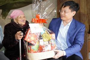 Thăm, tặng quà Tết tới Bà mẹ Việt Nam anh hùng ở huyện miền núi