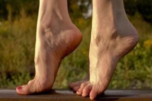 """Kiễng chân 15 phút mỗi ngày theo đúng cách này, cơ thể """"sạch"""" hết bệnh"""